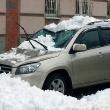 Что делать, если на машину упал снег или сосулька?